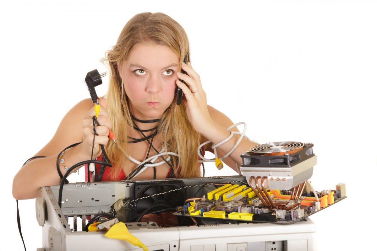 girl needing to hire a computer repair technician